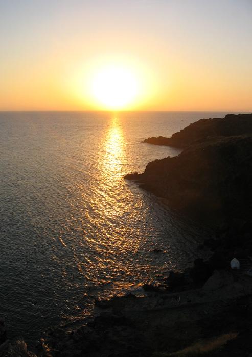 Nikà, il mare vicino con acque calde.