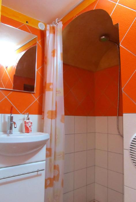 Il bagno con doccia.