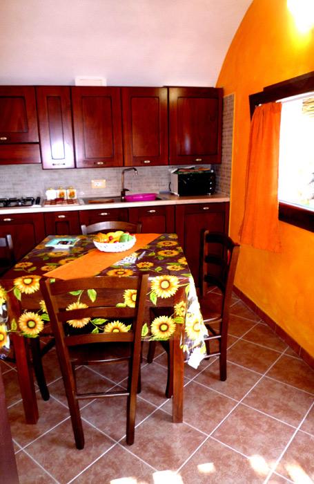 La cucina tutta attrezzata.
