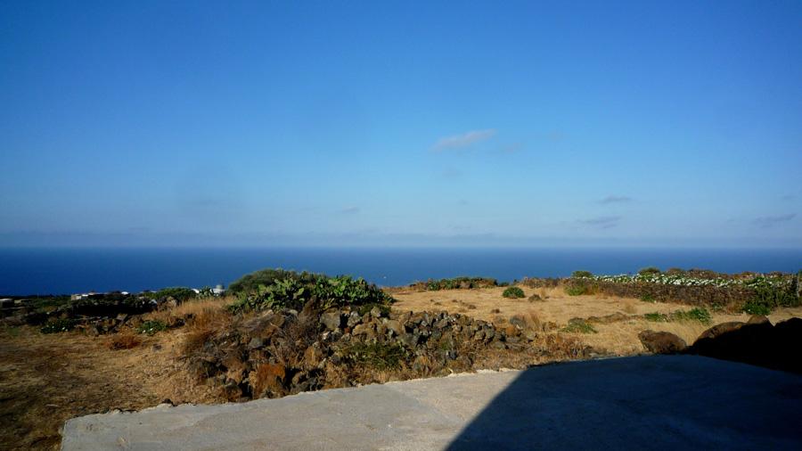 Un pezzo della vista aperta sul mare.